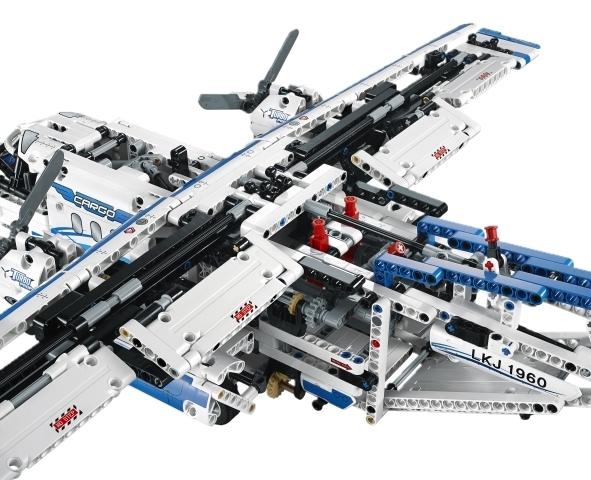 lego technic 42025 frachtflugzeug spielzeug. Black Bedroom Furniture Sets. Home Design Ideas
